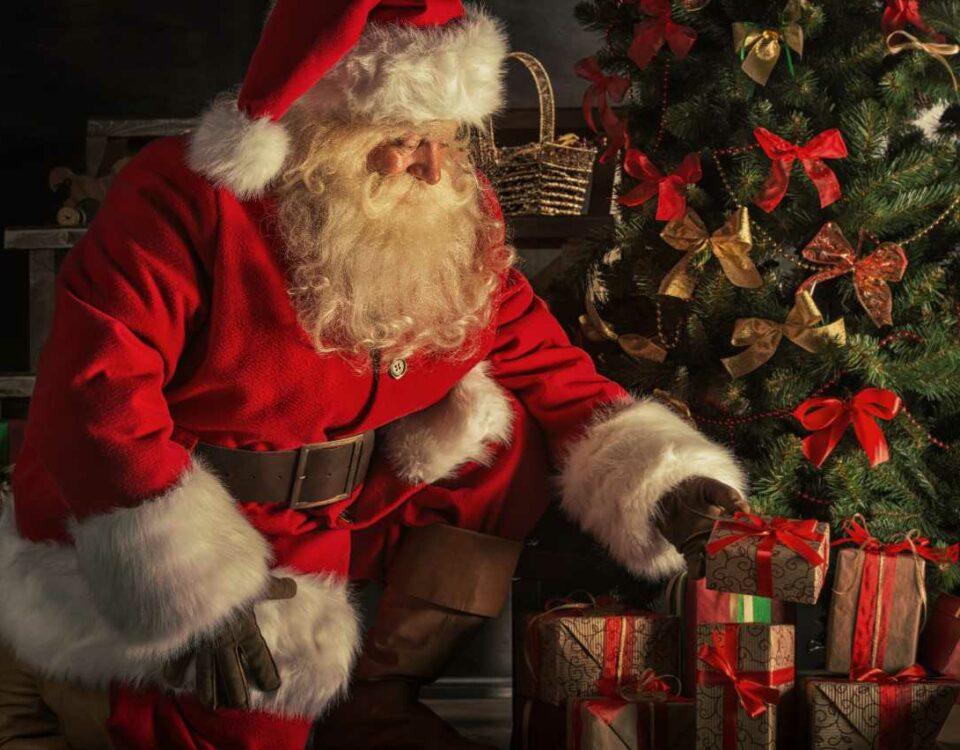 Święty Mikołaj i choinka